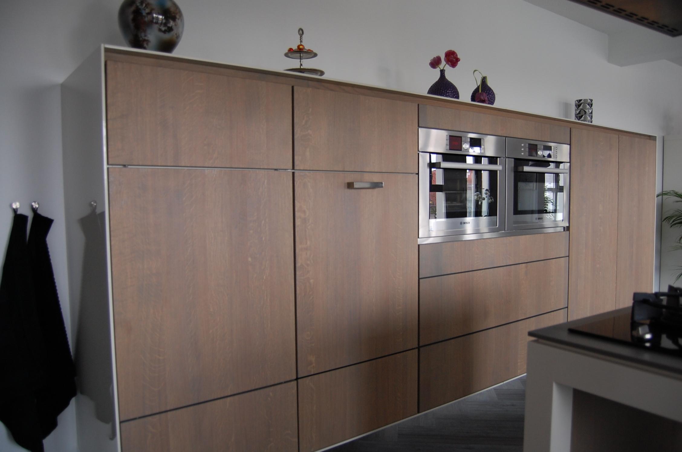 Kastjes Open Keuken : Open keuken met chocolade bruin kasten u stockfoto iriana w
